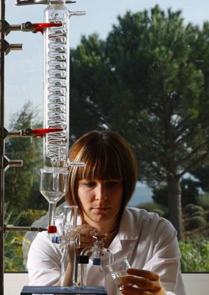 https://www.laroche-posay.es/-/media/project/loreal/brand-sites/lrp/master/dmi/simple-page/landing-page/microbiome-hub/laroche-posay-landingpage-microbiome-science-flipcard11.jpg